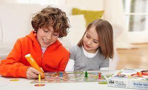 Kinder spielen ein tiptoi-Spiel